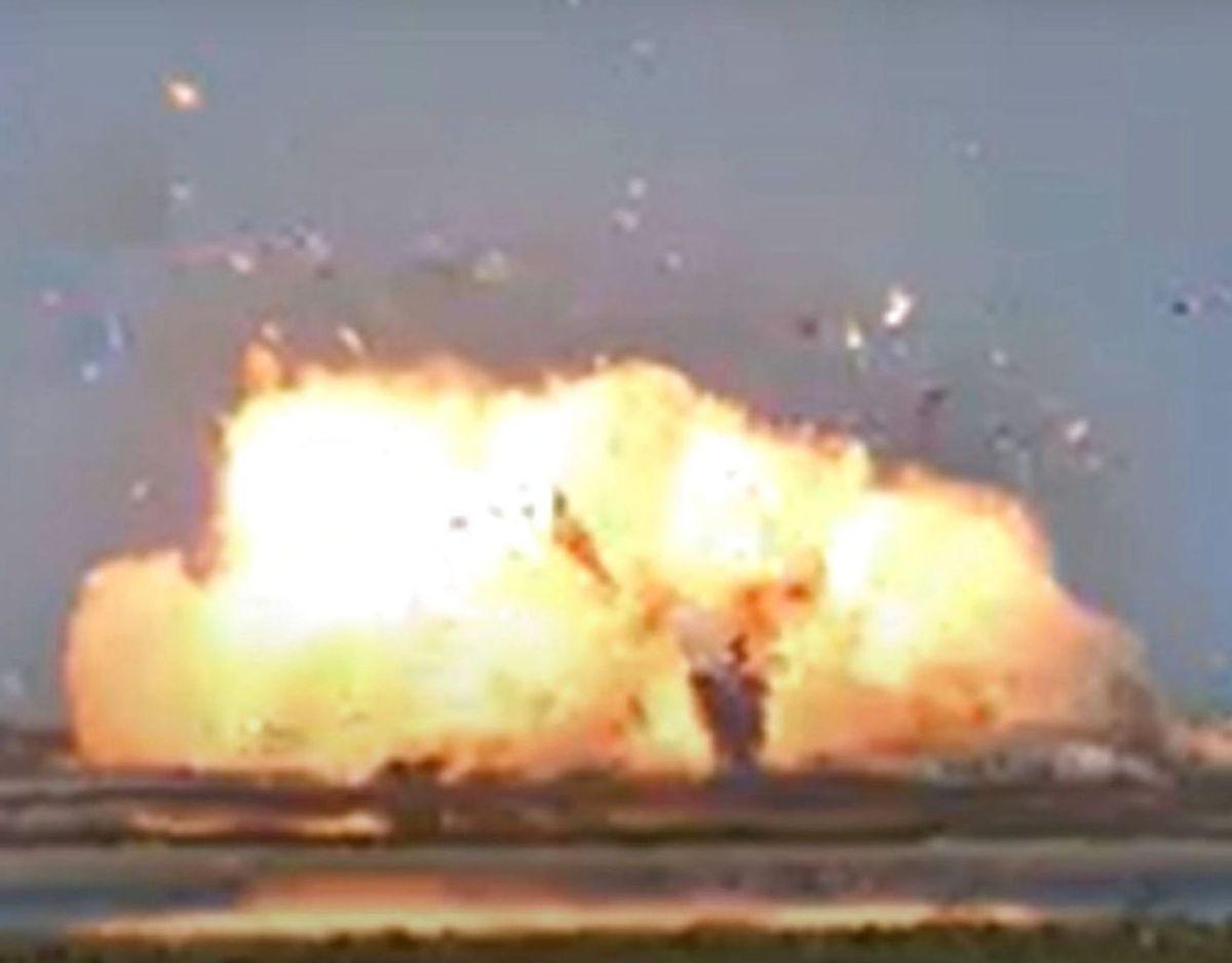 Voldsomt så det ud, da SpaceX-raketten eksploderede under landing. Foto: AFP/Ritzau Scanpix.