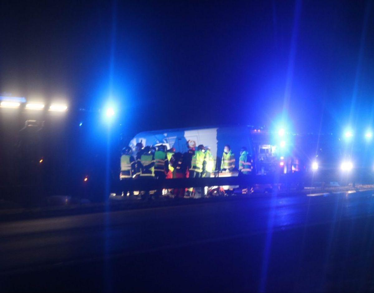 Der er onsdag morgen spærret på Sydmotorvejen efter et uheld. KLIK FOR FLERE BILLEDER FRA STEDET. Foto: Presse-fotos.dk.