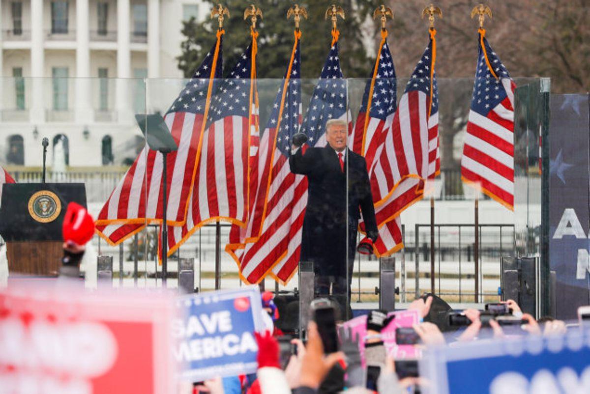 USA's daværende præsident, Donald Trump, holdt 6. januar en tale for sine tilhængere, hvor han opfordrede dem til at gå mod Kongressen. Det tog mange af dem tilsyneladende som et signal om at trænge ind i bygningen og forsøge at forhindre den formelle godkendelse af Joe Bidens valgsejr. Foto: Jim Bourg/Reuters