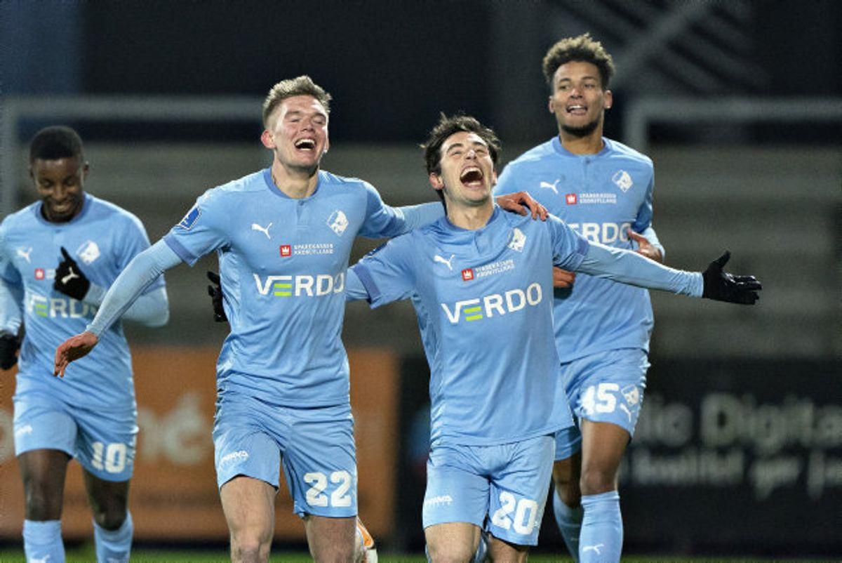 Randers FC's Vito Hammershøy-Mistrati (nummer to fra højre) jubler efter sit flotte mål mod Horsens. Foto: Henning Bagger/Scanpix