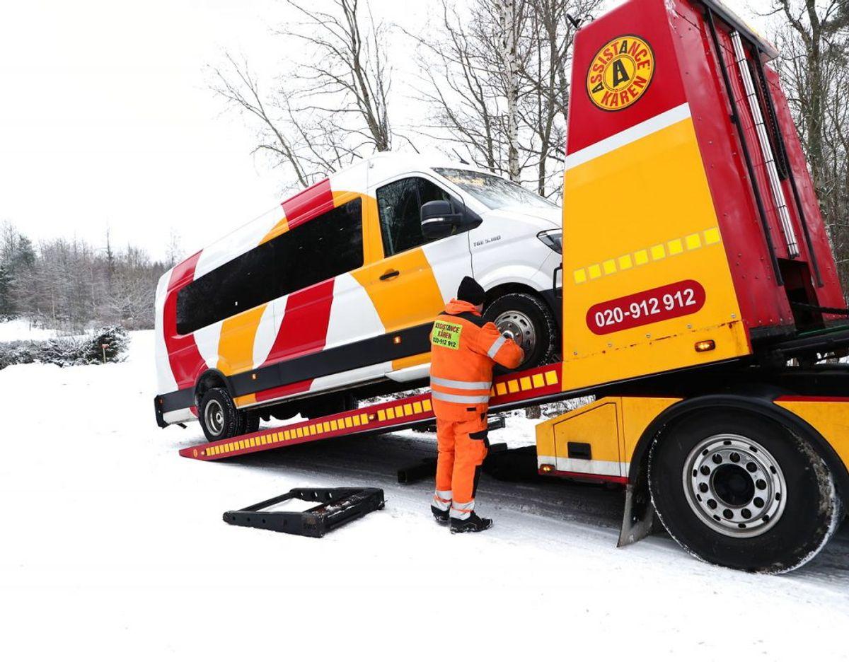 Der advares om spejlglatte veje i området. KLIK FOR FLERE BILLEDER. Foto: Jeppe Gustafsson/TT/Ritzau Scanpix