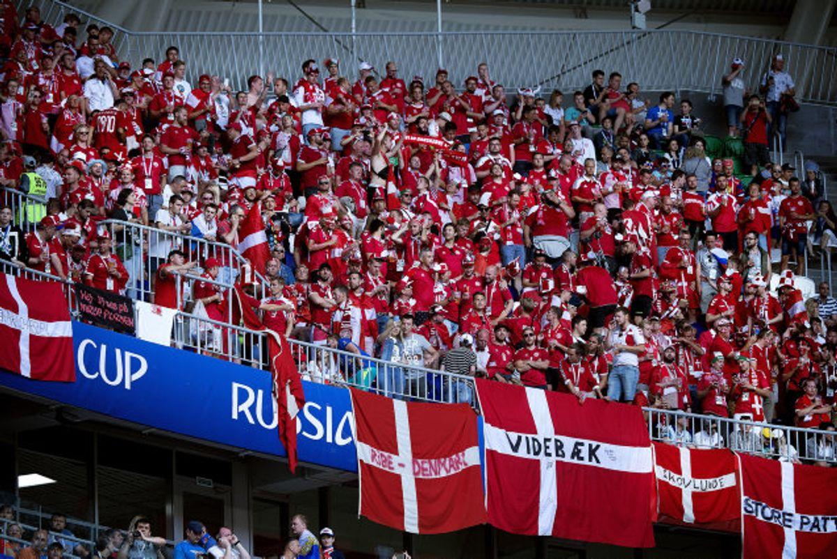 Danmark har i 2020 ikke haft gavn af fulde tribuner til fodboldlandskampene i Parken, og det koster indtægter. Her ses danske roligans ved VM i Rusland i 2018. Foto: Liselotte Sabroe/Scanpix