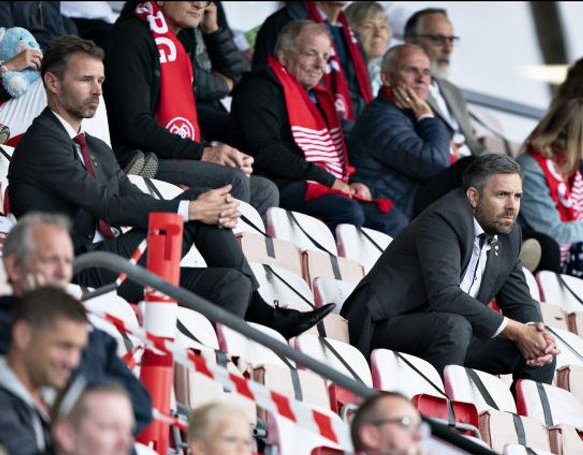 Inge André Olsen (til højre) har været sportschef i AaB siden april 2020. Foto: Henning Bagger/Scanpix