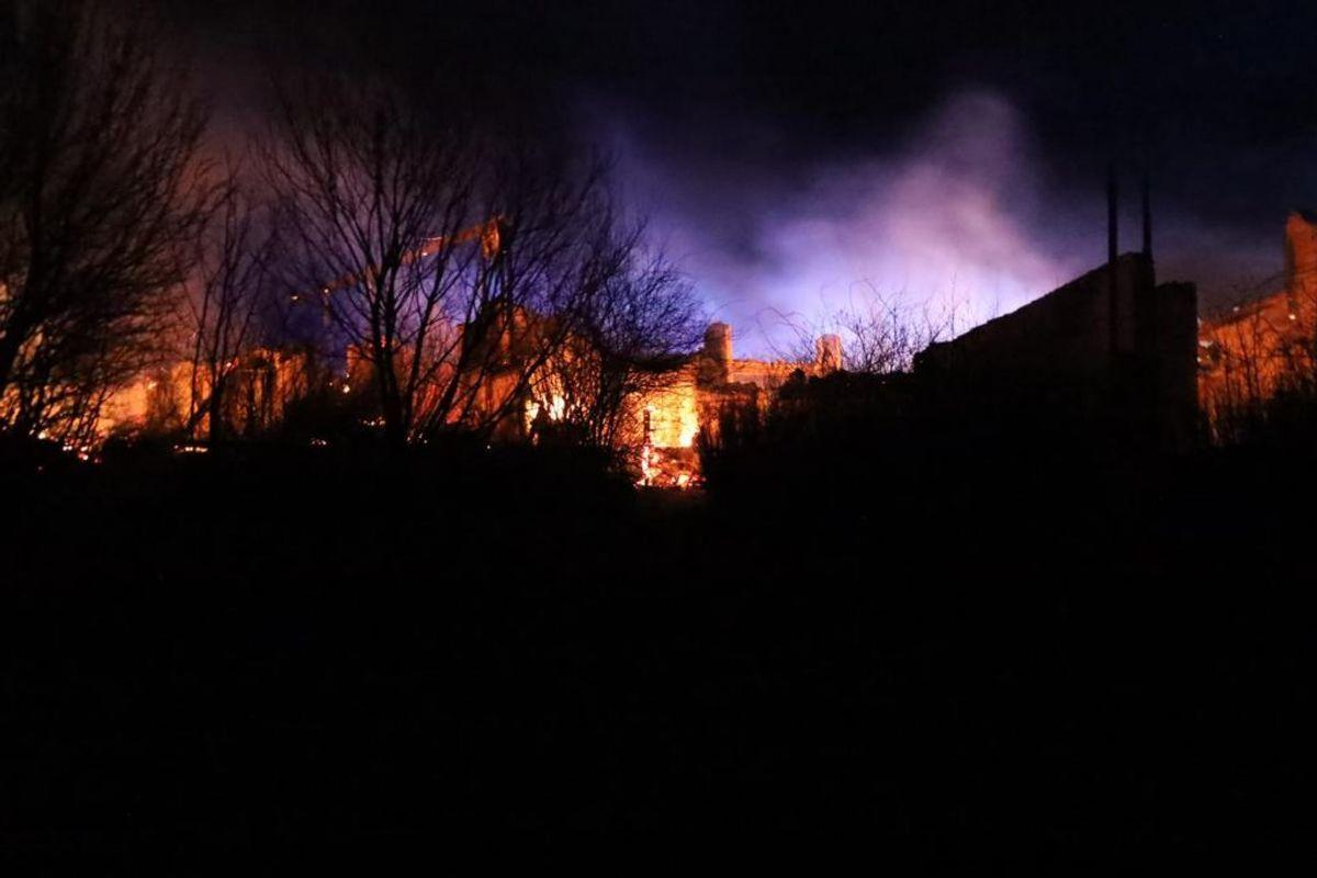 Det legendariske Puk Studio nord for Randers er brændt ned. Foto: Øxenholt Foto