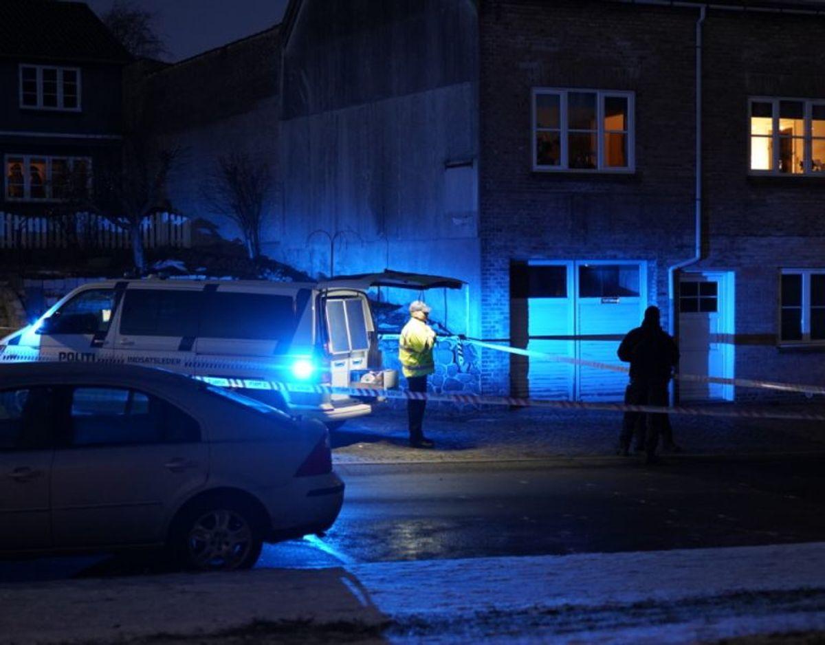 En del af byen blev mandag afspærret. Foto: Øxenholt Foto.