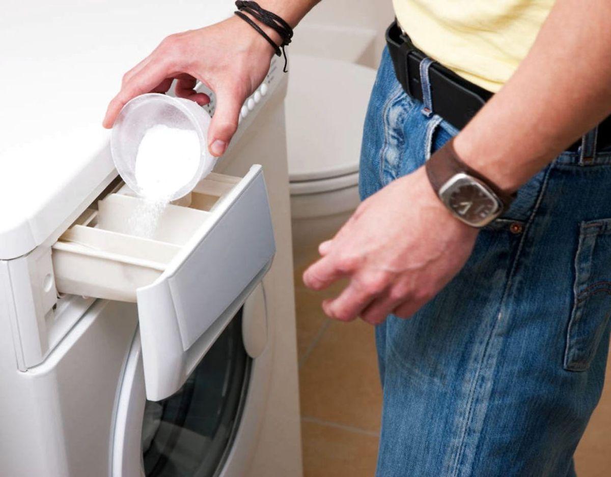 6) Hold igen med vaskepulveret. Bruger du for meget kan det over tid gøre vasken mindre effektiv – og lugte dårligt. Foto: Scanpix