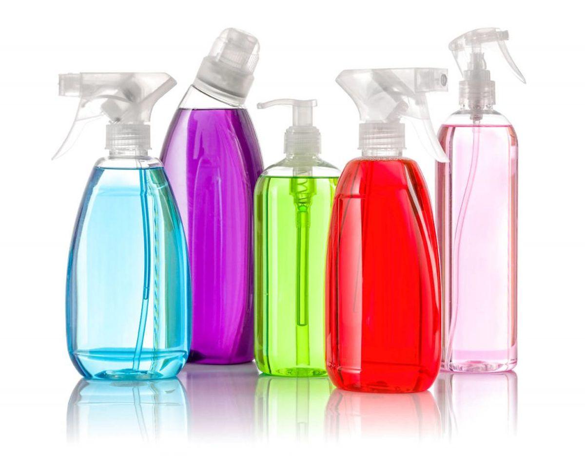 9) Hold i det hele taget igen med at bruge for meget af noget – rengøringsmidler er stærk kemi. Foto: Scanpix
