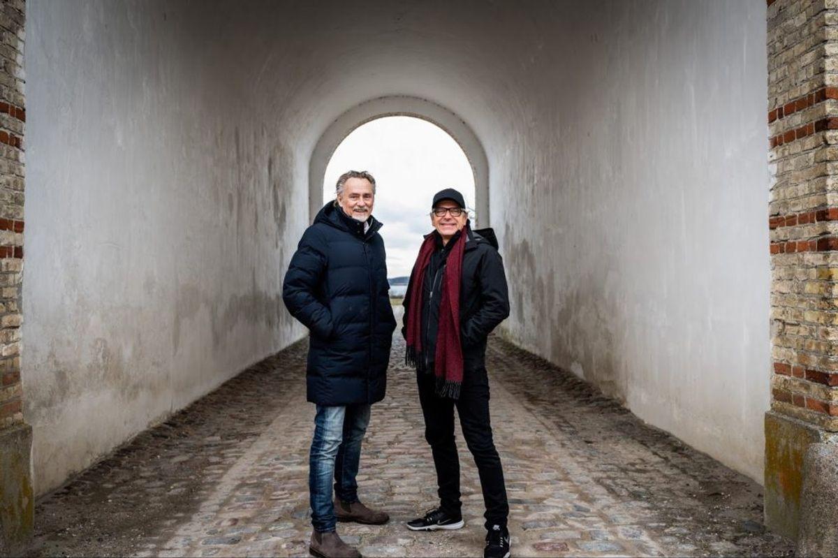 """Fodboldlegenden Lars Høgh og musikeren Michael Falch starter ny to-dags festival på Fyn. Duoen har kendt hinanden siden 2000, da de begge medvirkede velgørenhedsprojektet """"ShowStars"""". Her var Falchen en af initiativtagerne og Høghen blandt de bærende kræfter igennem 12 somres kombineret musik- og showfodbold. – Foto: Simon Staun/Free"""