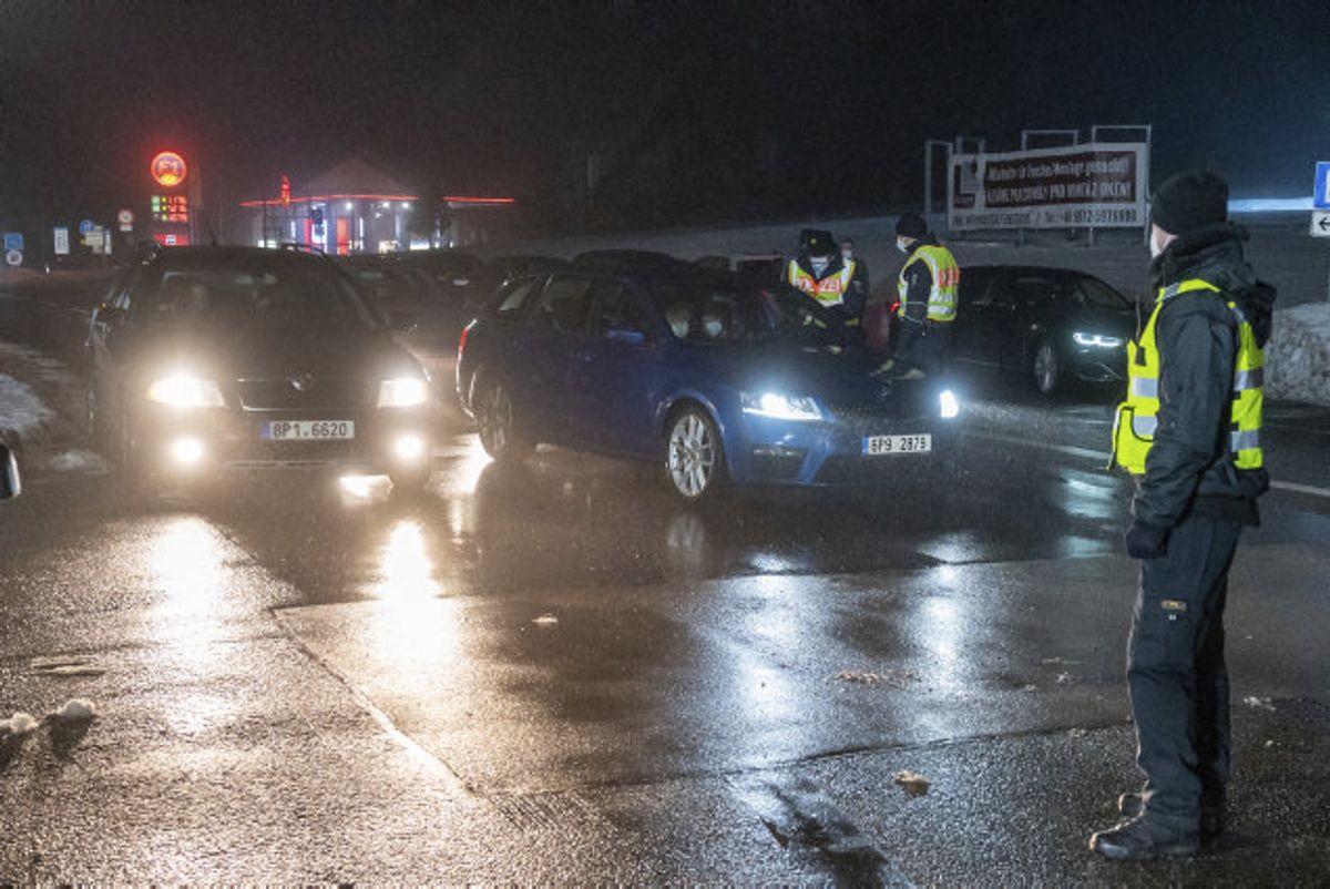 Flere steder i Europa har Europol – det europæiske politisamarbejde – fanget svindlere i at sælge falske covid-19-prøver, der angiveligt skal bruges til at rejse på trods af rejserestriktioner. (Arkivfoto) Foto: Armin Weigel/Scanpix