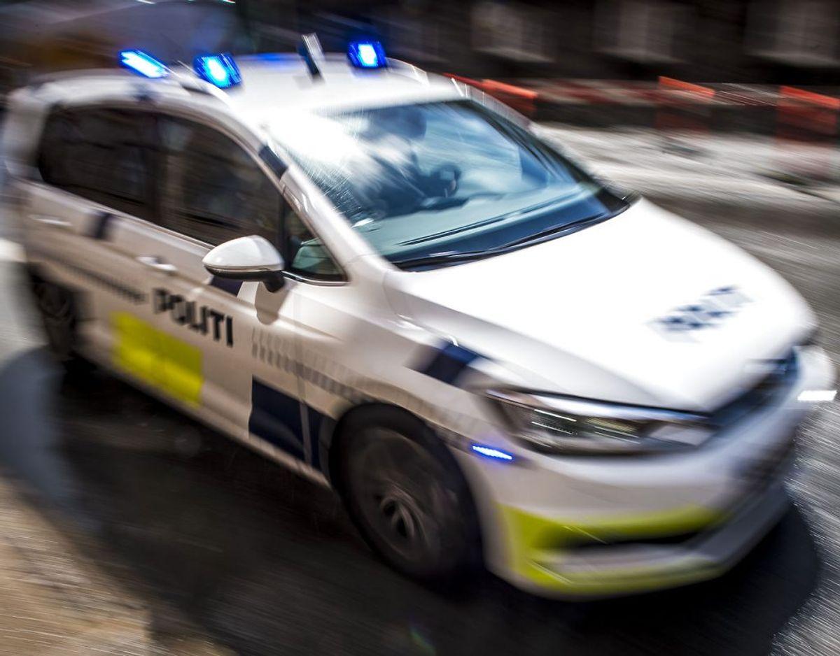 Politiet oplyser, at vejen er helt spærret for trafik. Foto: Scanpix.