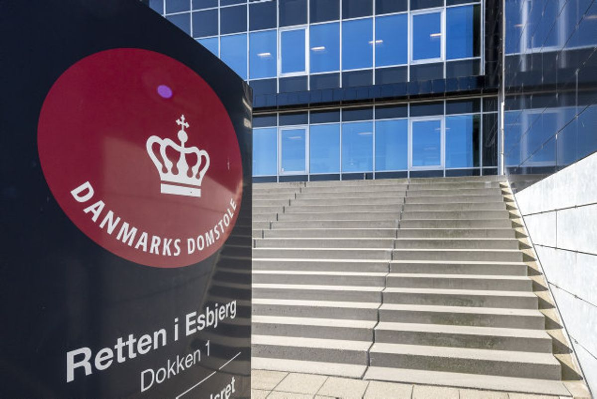 En 73-årig slog sin kone i hovedet med en hammer op til flere gange for at dræbe hende. Det har Retten i Esbjerg fundet ham skyldig i mandag. (Arkivfoto) Foto: John Randeris/Scanpix