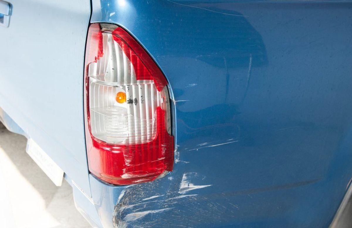 Buler og skrammer kan man sagtens ordne selv – men er der kommet skader på selve vognstellet på bilen, skal man få det fikset hos en mekaniker. Bilens vognstel betyder meget for sikkerheden, så det er ikke en af de reparationer, man skal udsætte. Kilde: Reader's Digest. Arkivfoto.