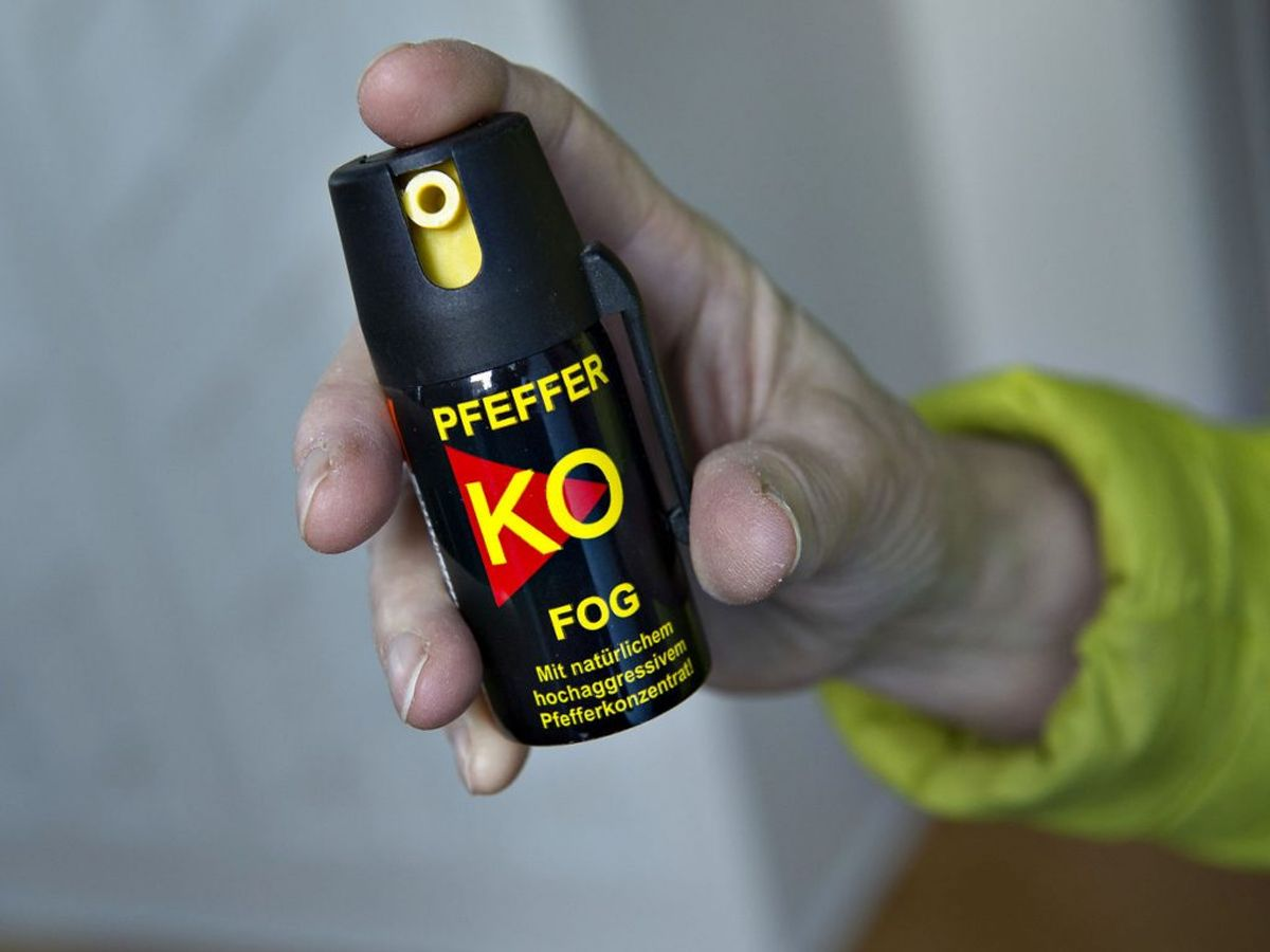 Borgere får frit lejde for at aflevere peberspray. KLIK VIDERE OG SE, HVORDAN PEBERSPRAY VIRKER. (Foto: Henning Bagger/Ritzau Scanpix)