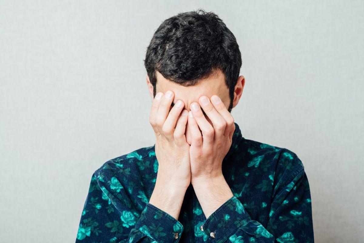 Bliver man ramt af peberspray i ansigtet, medfører det akutte smerter i øjne og på huden, tåreflåd og flåd fra næsen, vanskeligheder med vejrtrækning, hoste, generelt ubehag i kroppen samt ufrivillig blinken eller lukning af øjnene. Arkivfoto.