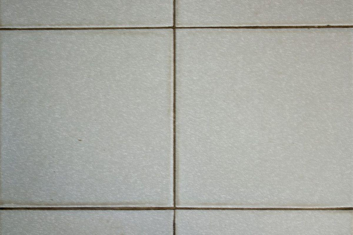 Fugerne på badeværelset blive kun ordentligt rene, hvis man bruger klud, vand og sæbe. Kilde: Reader's Digest. Arkivfoto.