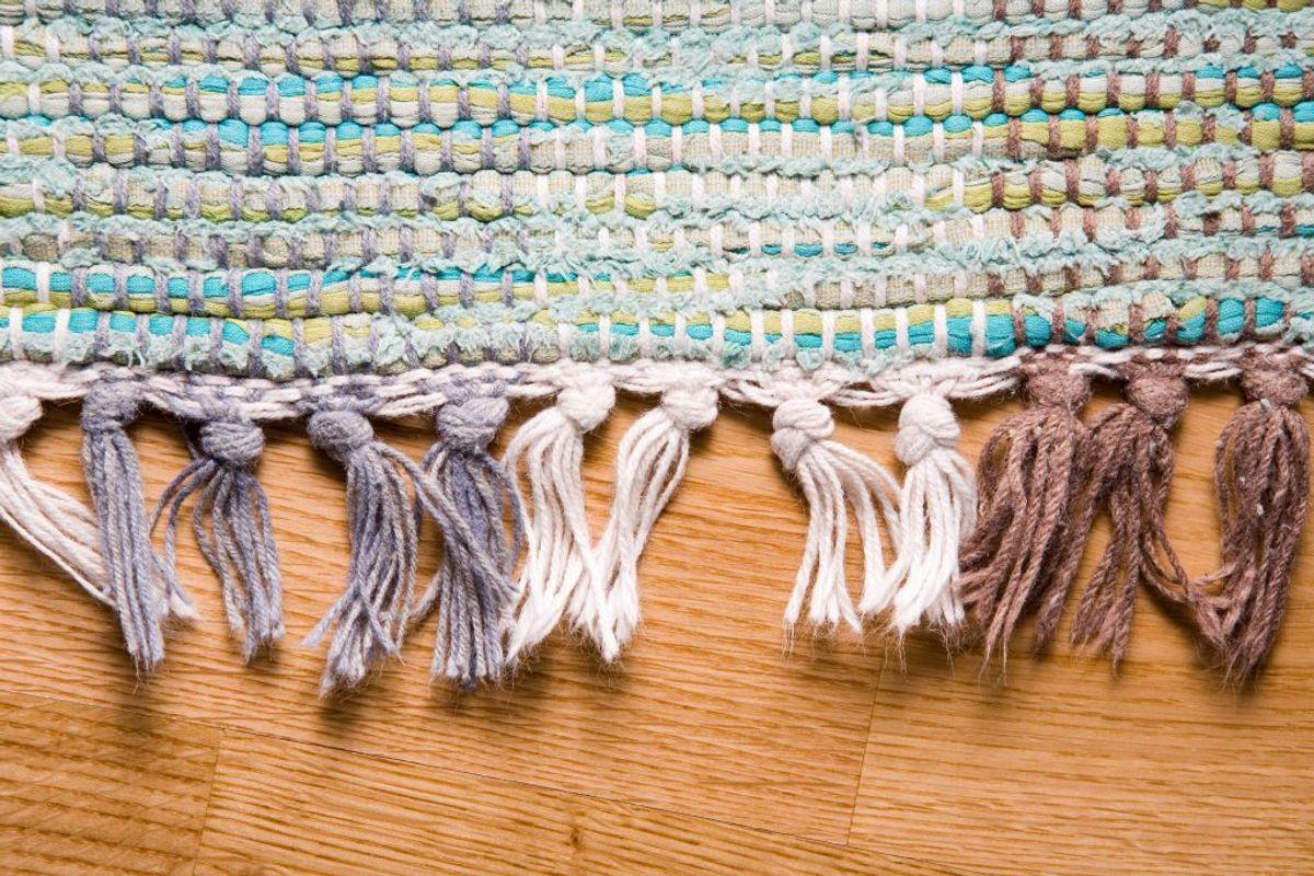 Har du gulvtæppe i dit soveværelse? Det kan fungere som en magnet for støvmider og bakterier. Sørg for, at du støvsuger MINDST en gang om ugen på soveværelsesgulvet. Kilde: The Healthy. Arkivfoto.