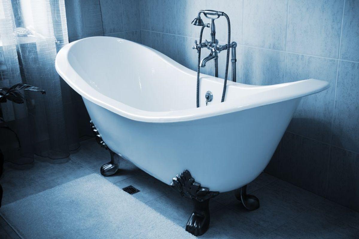 Køkkenrulle duer ikke til meget bakteriefyldte steder såsom badekarret, køkkenvasken eller bruseren. Der skal klud, vand og sæbe til. Kilde: Reader's Digest. Arkivfoto.