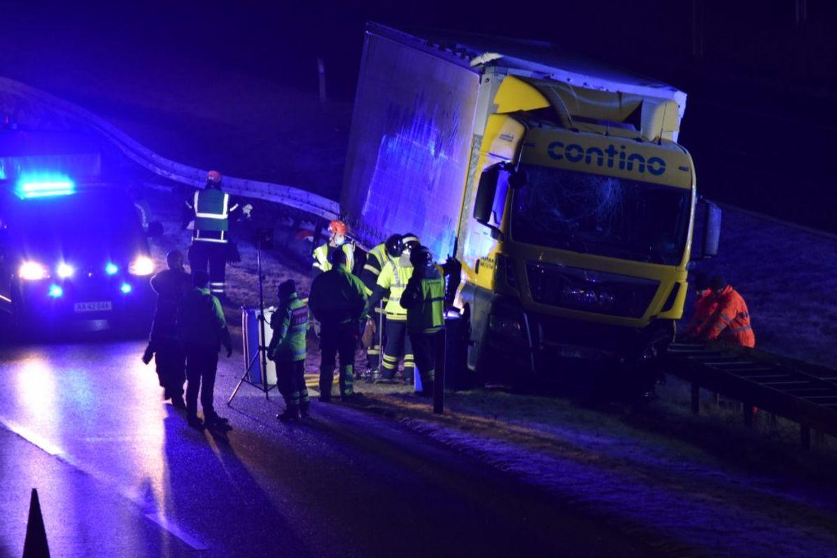 Uheld på den sønderjyske motorvej. KLIK FOR FLERE BILLEDER FRA STEDET. Foto: presse-fotos.dk