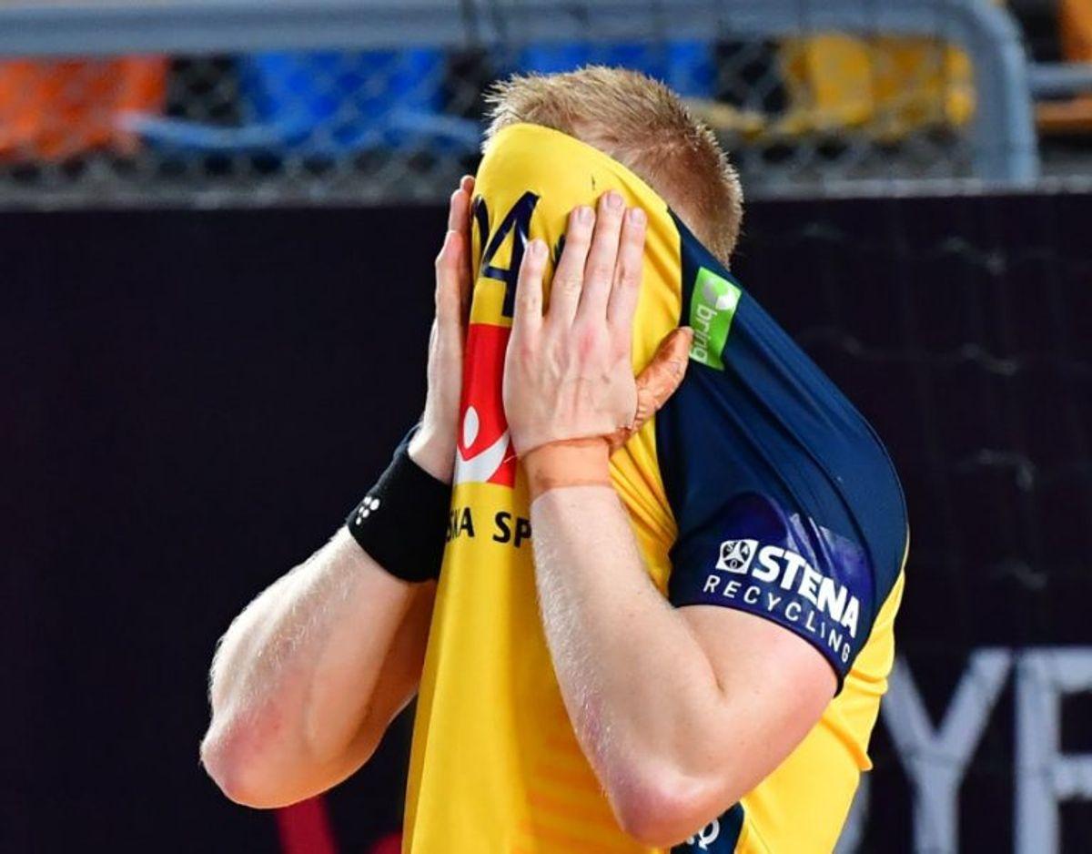 Jim Gottfridsson skjuler ansigtet i skuffelse efter Sveriges finalenederlag til Danmark. – Foto: 10030 Jonas Ekströmer/Tt/Ritzau Scanpix