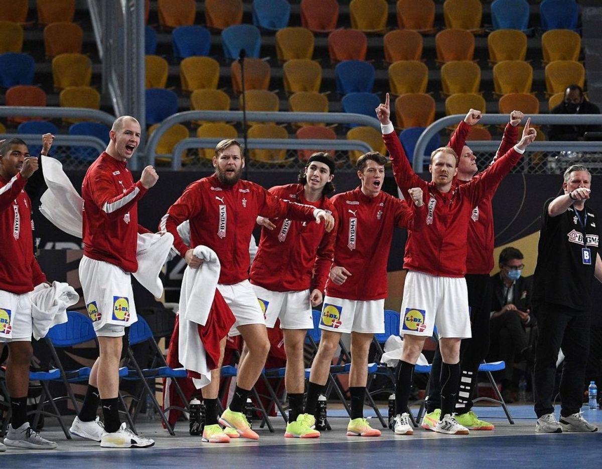 Jubel på den danske bænk. Foto: Anne-Christine POUJOULAT / AFP / Scanpix