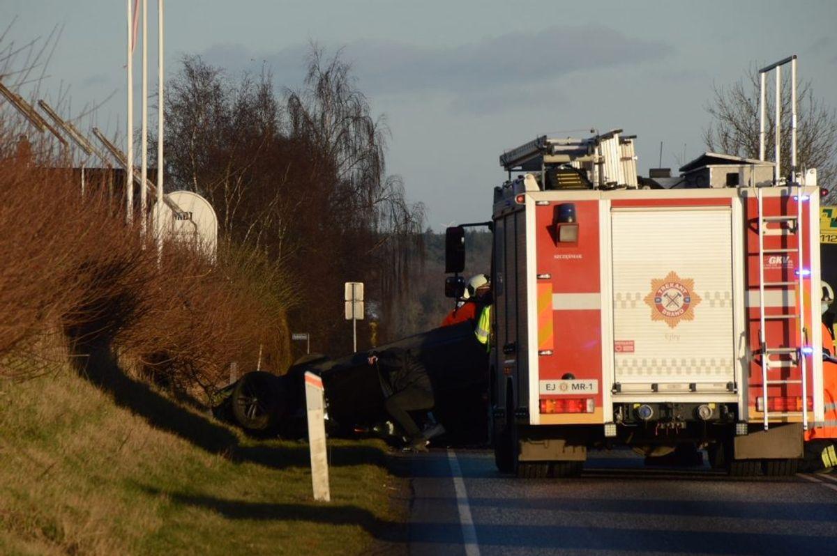 Ulykken spærrer vejen. Foto: Presse-fotos.dk