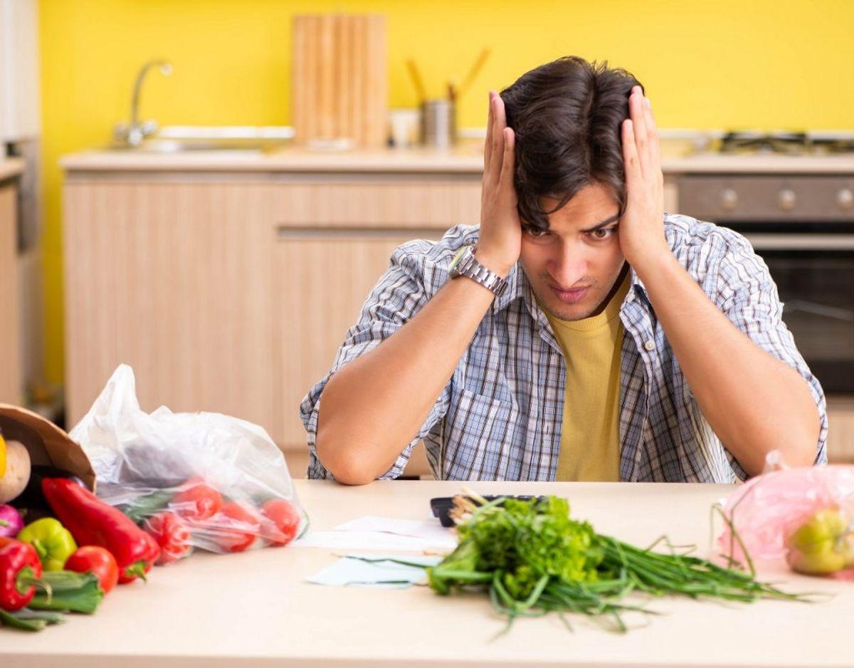 Alle kan begå fejl, men hvis man tænker sig om, så sparer man en masse penge i køkkenet. KLIK VIDERE OG SE HVORDAN. Foto: Colourbox