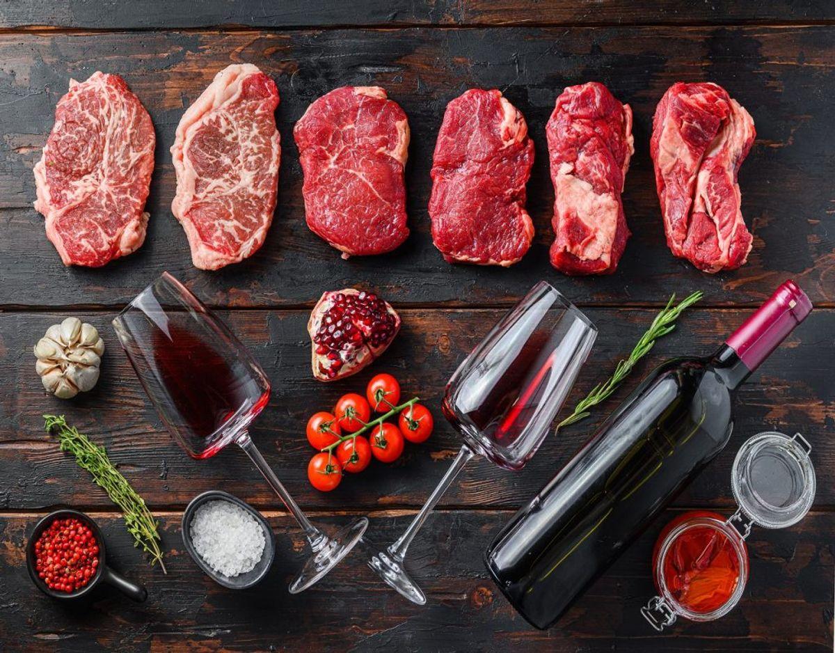 Hvis du spiser for meget kød, så kan det også ses på kistebunden. Samtidig er det i strid med de nye kostråd. Foto: Colourbox