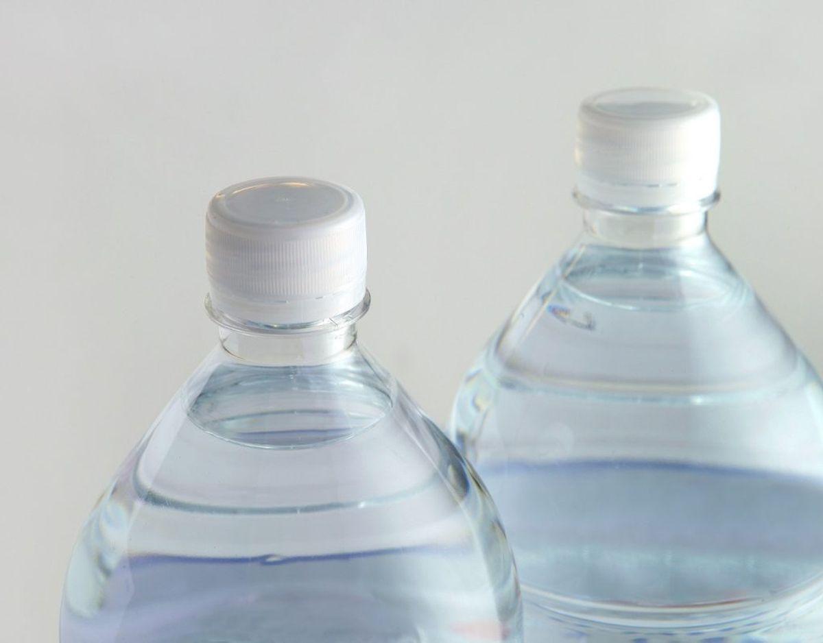 Du skal ikke købe drikkelse, der er på flaske. Det kan være nok så lækkert med danskvand og sodavand, men bliver det hver dag, så løber det også op hurtigt. Foto: Colourbox