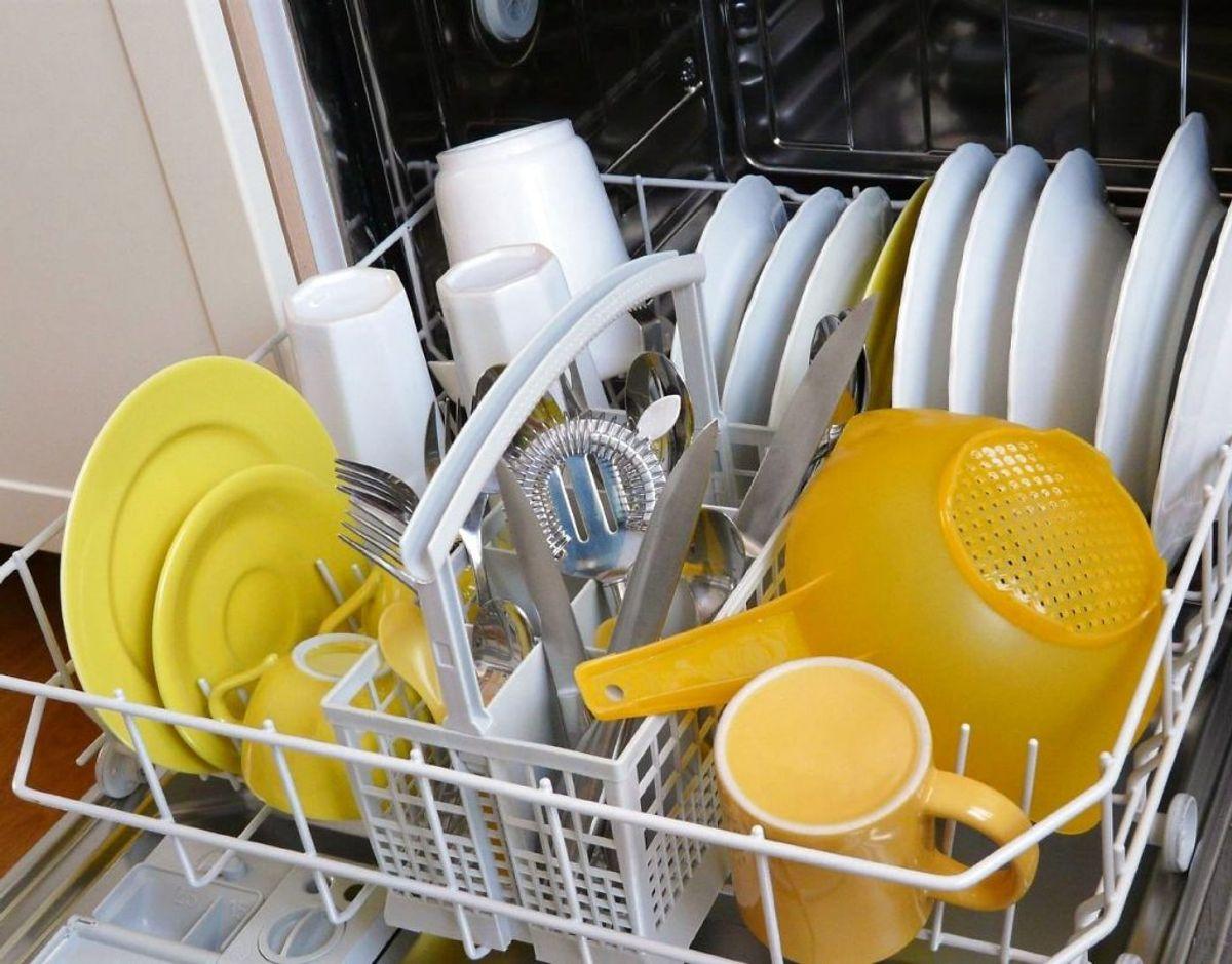 Bland knive, gafler og skeer – især for mange skeer sammen kan være svære for maskinen at rense. Foto: Scanpix