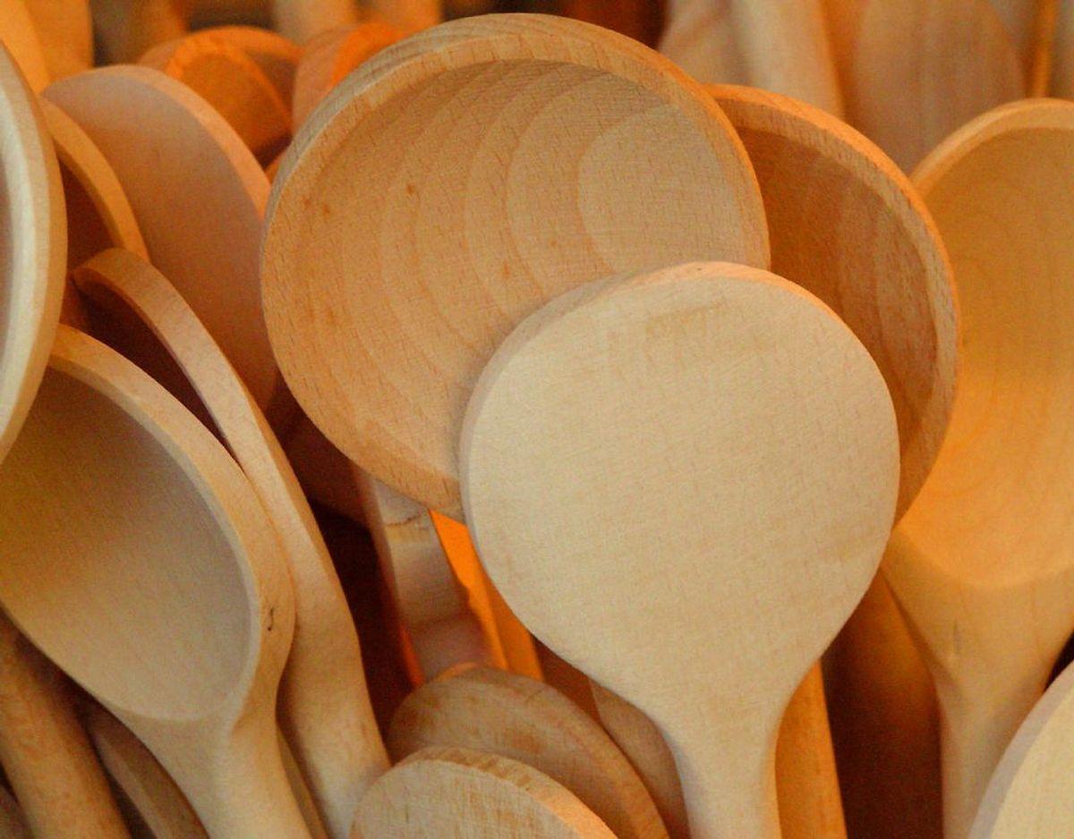 Service af træ, skarpe knive, nonstick-pander, bestik med guld og mange andre ting bør man holde langt fra opvaskeren. Foto: Scanpix