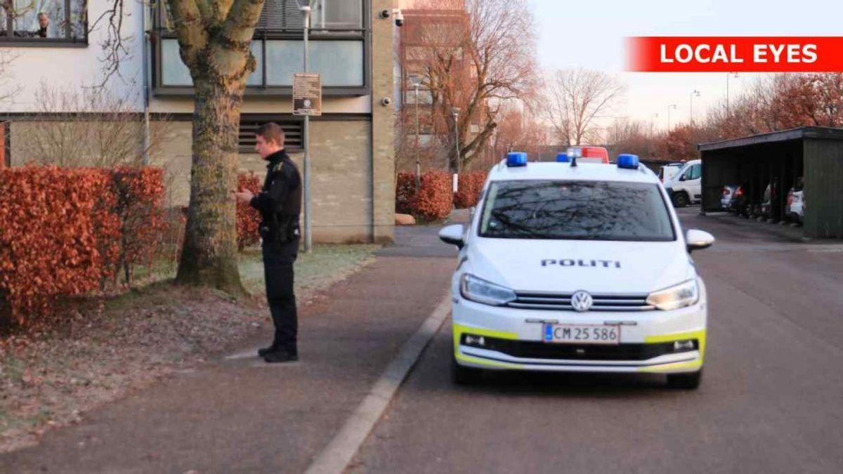 Politiet bevogter gerningsstedet i Køge. KLIK VIDERE OG SE FLERE BILLEDER FRA STEDET. Foto: Local Eyes