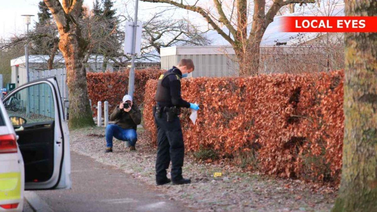Politiet bevogter gerningsstedet i Køge. Foto: Local Eyes