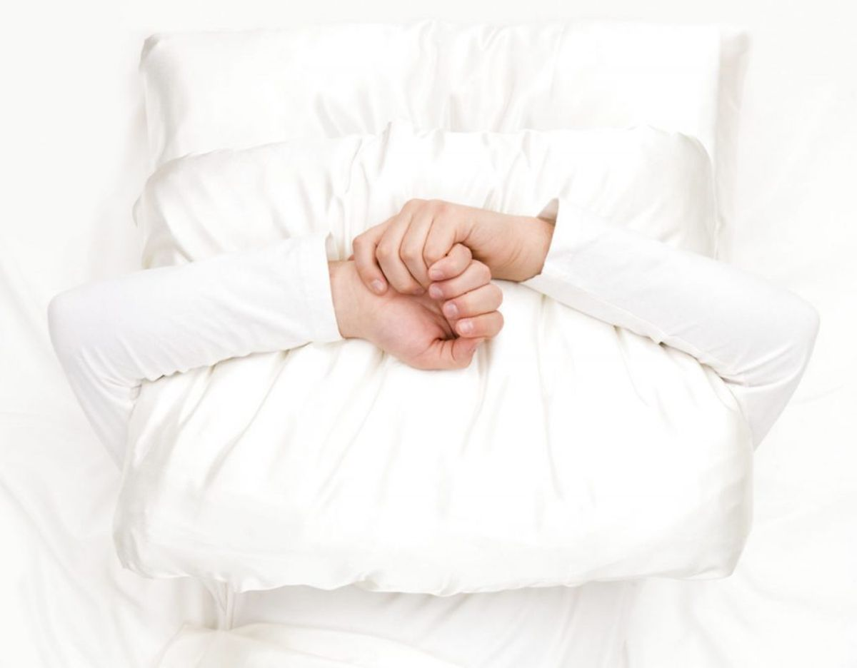 Hvis du har problemer med at falde i søvn samt at sove, kan du lide af angst. Det kan blandt andet vise sig ved træthed, muskelspændinger, sved eller kvalme. Kilde: Good Housekeeping Foto: Scanpix