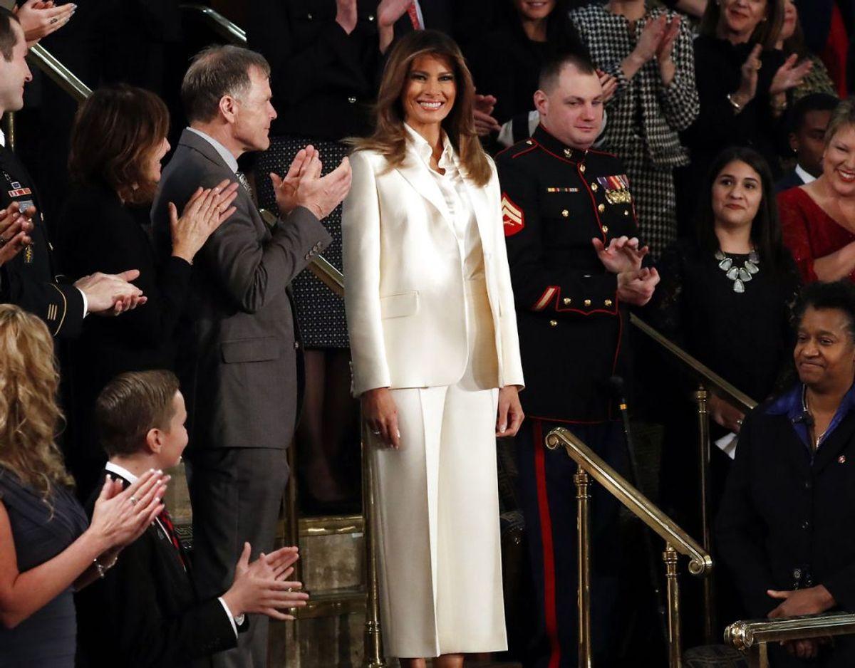 Her er det et sæt fra franske Dior, Melania bærer. Kilde: WWD. Klik videre for flere kig ind i garderoben. Foto: Scanpix/REUTERS/Jonathan Ernst