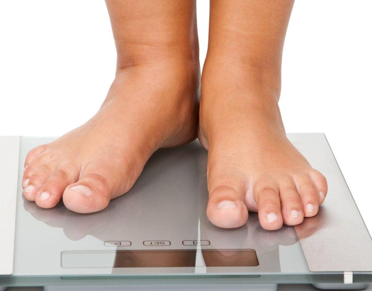 Symptom nummer 2: Uforklarligt vægttab – De fleste taber sig, når de ændrer mad- eller motionsvaner. Men hvis der ikke er en forklaring på vægttabet, skal du gå til lægen.
