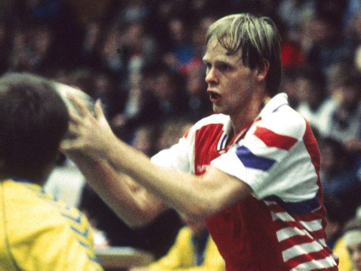 Erik Veje Rasmussen i aktion for landsholdet i en senere landsholdsdragt. Foto: Michael Stub/Scanpix.
