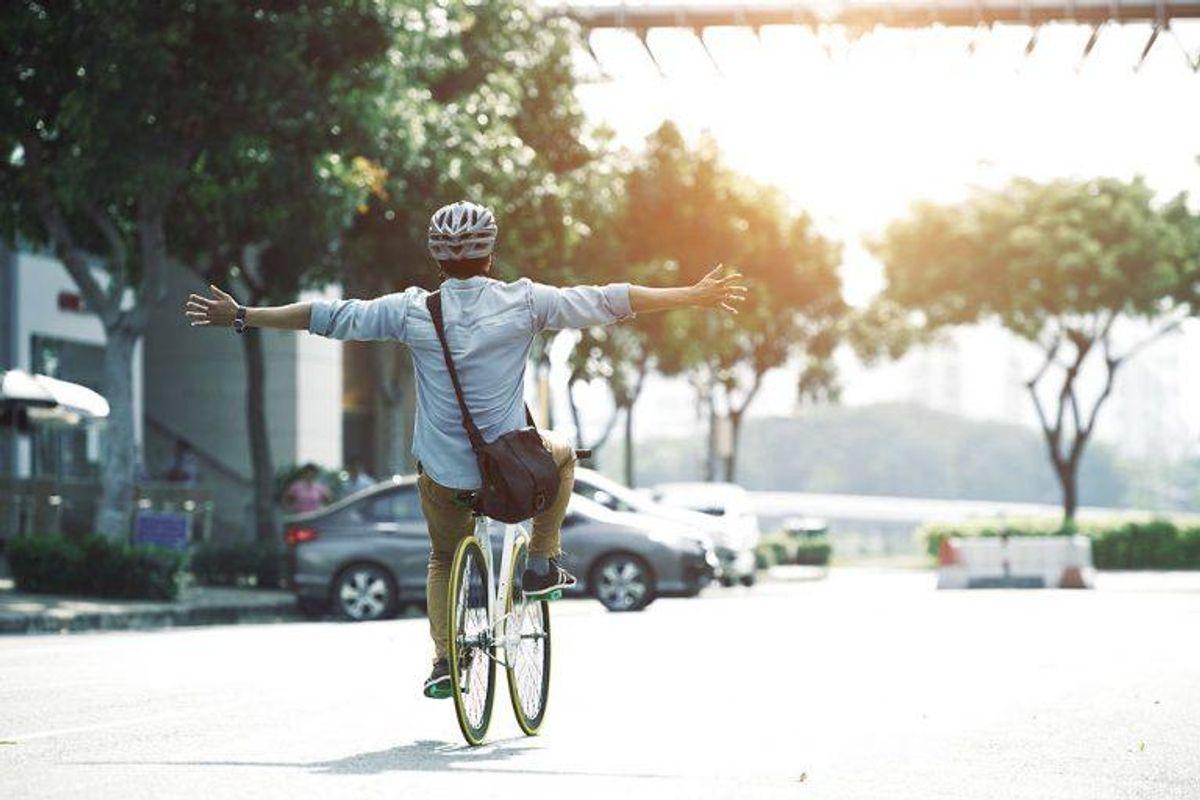 4: Det koster også 700 kroner, hvis du slipper styret med begge hænder eller fjerner fødderne fra pedalerne, mens du kører. Foto: Scanpix