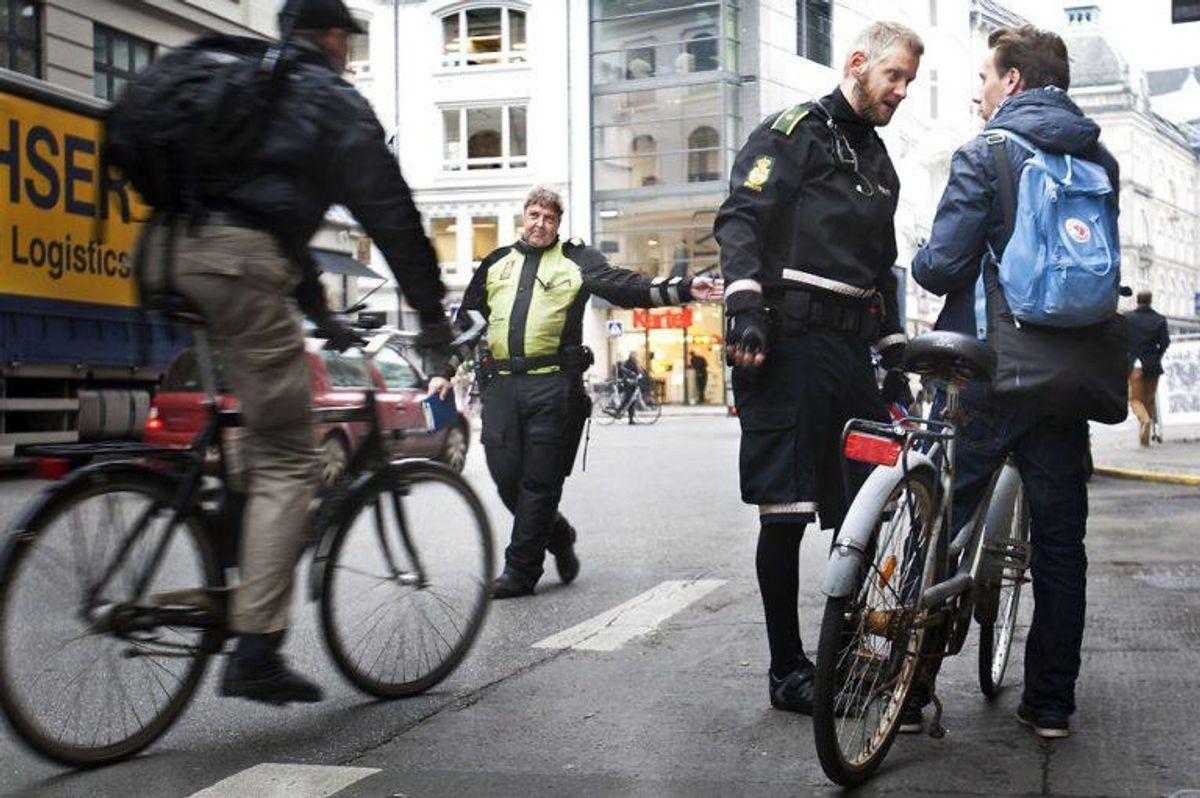 7: Hvis du ikke giver tegn, når du drejer eller standser, kan det koste en bøde på 700 kroner. Foto: Camilla Rønde/Scanpix