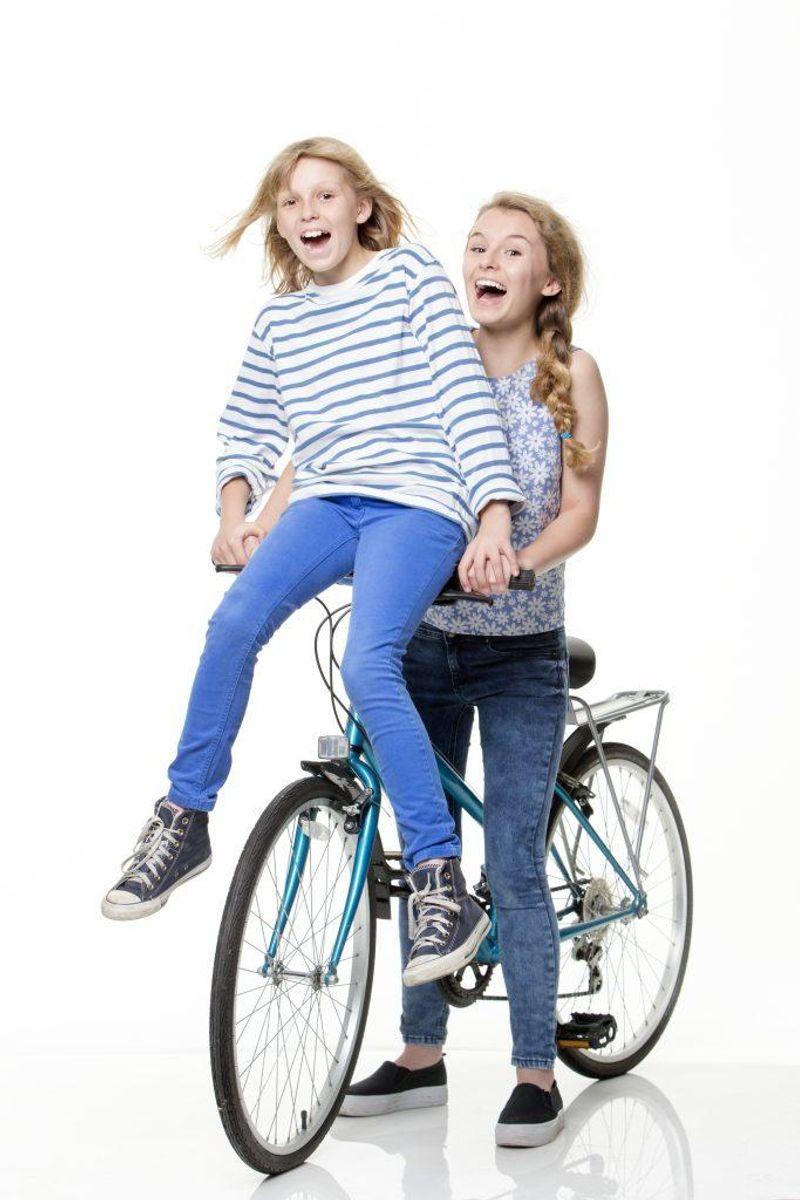 11: Hvis man kører to personer på en cykel med ét sæde, inkasserer cyklist og passager en bøde på 700 kroner hver. Foto: Colourbox