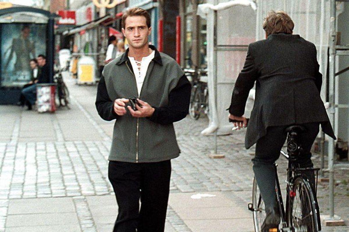 14: Man må ikke cykle på fortov eller over et fodgængerfelt, og en bøde for det bliver takseret til 700 kroner. Foto: Henrik Ole Jensen/Scanpix