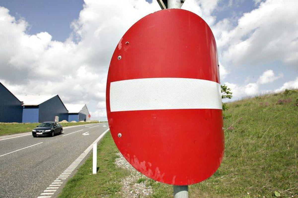 Det giver også et klip i kørekortet, hvis man kører imod færdselsretningen. Foto: Claus Fisker/Scanpix