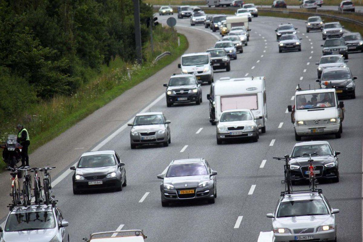 Såkaldt slalomkørsel og hasarderet forbikørsel i tæt trafik bliver også straffet med et klip i kørekortet. Foto: Colourbox