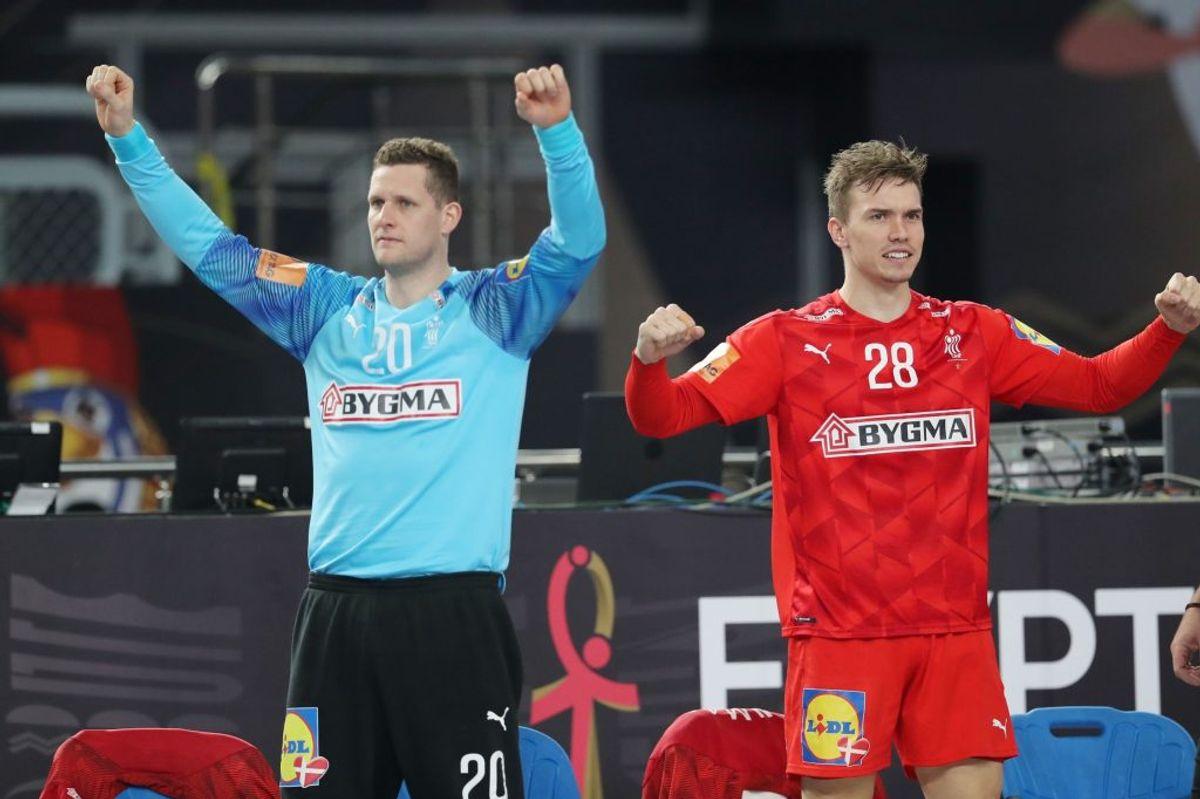 Kevin Møller (til venstre) blev sendt på banen mod Kroatien, da Niklas Landin slog sig i første halvleg. I målet viste Møller storspil i anden halvleg. – Foto: Mohamed Abd El Ghany/Reuters