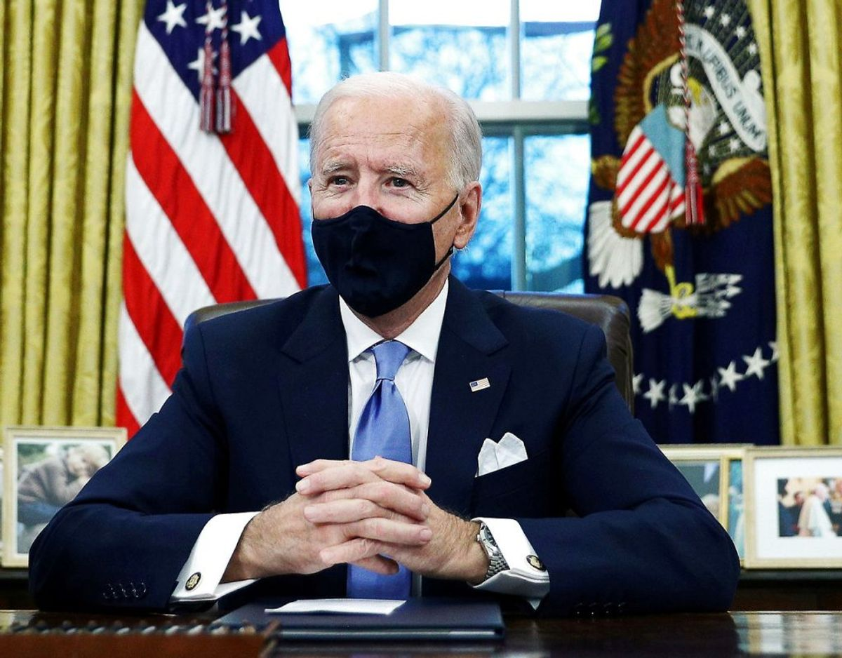 De færreste har nok set Trump med mundbind på i det ovale kontor. Men det har Joe Biden, når der er andre til stede. Foto: Ritzau Scanpix.