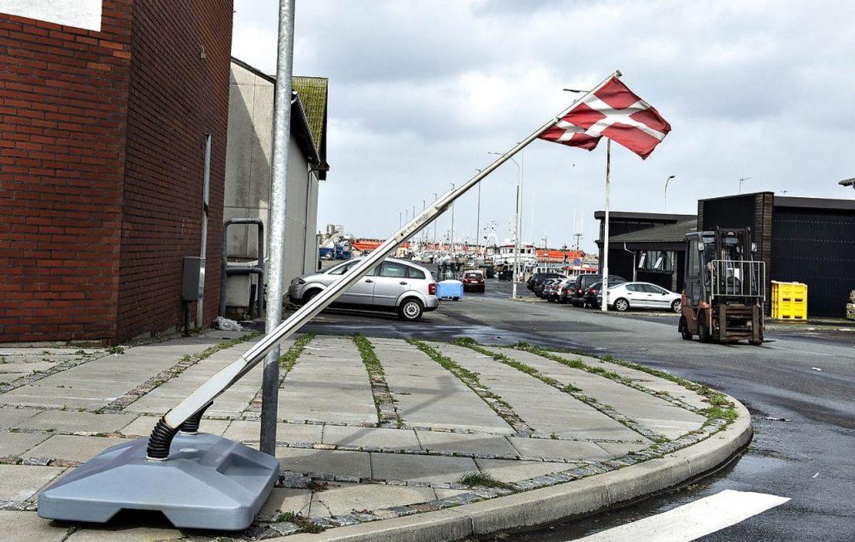 Om havnecaféens flag klarede stormen Knud i 2018 er uvist, men torsdag bliver Hanstholm i hvert fald hårdt ramt af kraftig blæst. Igen. (Foto: Henning Bagger/Ritzau Scanpix)