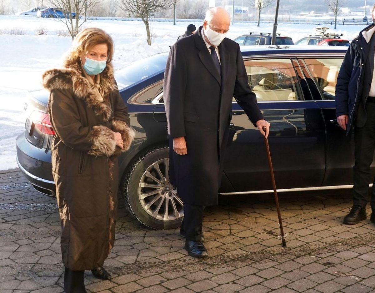Det norske kongepar ankommer til Olavsgaard Hotel. Klik videre for flere billeder. Foto: Scanpix/NTB/Lise Aaserud via REUTERS