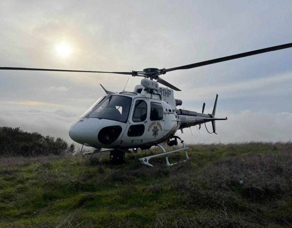 En helikopter har været indsat i eftersøgningen, der i skrivende stund er indstillet på grund af mørke. Foto: Golden Gate Division Air Operations/Facebook