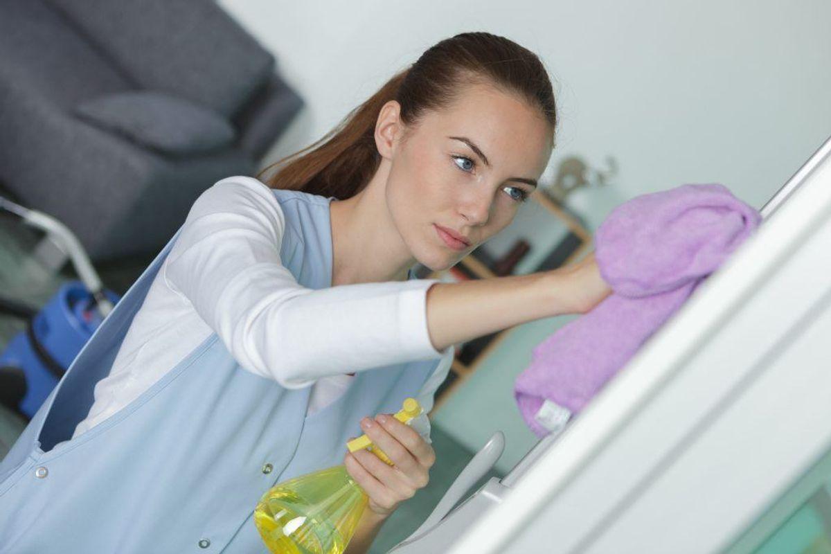 Disse rengørings-tips kommer til at ændre dit liv. På den helt gode måde. KLIK og se, hvordan dit hjem bliver renere – på en let måde. I rådene indgår blandt andet valnødder, citron, mayonnaise og bagepulver. Foto: Colourbox.