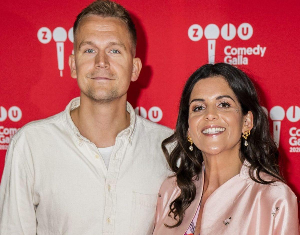 ZULU Comedy Galla 2020 TV2-værten Petra Nagel og kæresten Asbjørn Munk troppede også op på den røde løber til årets Zulu Comedy Galla, men uden at afsløre, at de gemte på en sød hemmelighed. Det annoncerede parret først måneder senere på Instagram. Foto: Martin Sylvest/Ritzau Scanpix.