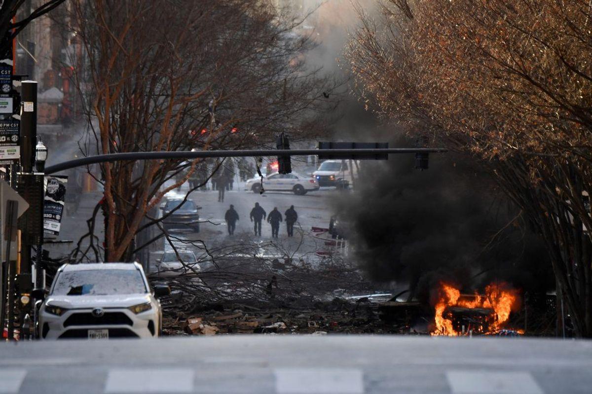 En bil eksploderede fredag omkring klokken 06.30 lokal tid i Nashville. Det er ikke klart, hvem der har sprængt den. Foto: Andrew Nelles/Tennessean.com/Reuters
